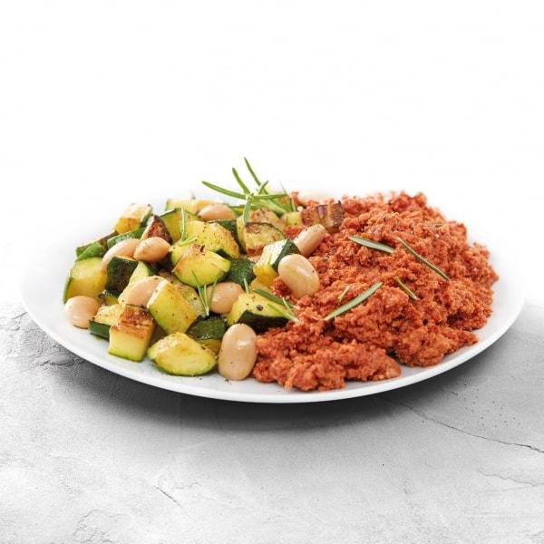 Truthahnhackfleisch in scharfer Tomatensauce mit weißen Bohnen und Zucchini